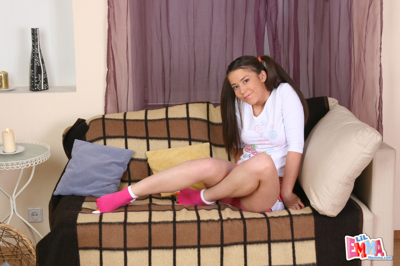 Hot Teen Spreading Her Legs Wide - Picture 1