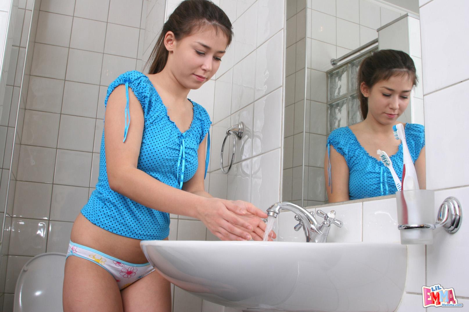 Русский парень и девственница 21 фотография
