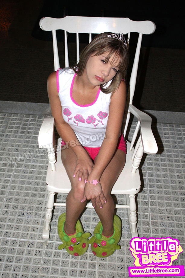 Teen Bree Naked On The Chair - Picture 3