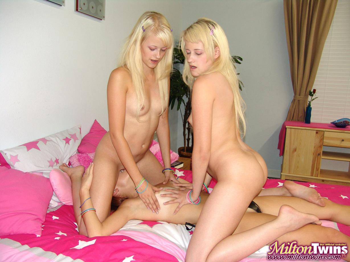 Трах близняшек смотреть онлайн, Близняшки 2 Of A Kind » Порно фильмы онлайн 7 фотография